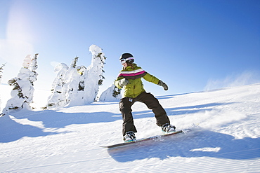 USA, Montana, Whitefish, Snowboarder on slope
