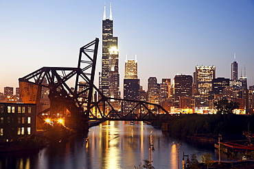 USA, Illinois, Chicago, View from south side with old bridge