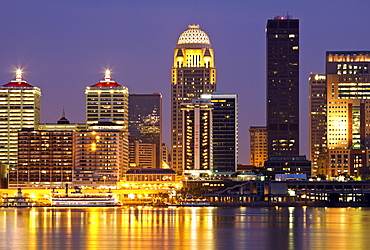 USA, Kentucky, Louisville, Skyline at night