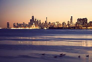 USA, Illinois, Chicago, Skyline at sunset