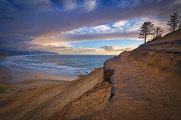 USA, Oregon, Tillamook County, Cape Kiwanda and beach