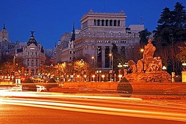Spain, Madrid, La Fuente de Cibeles at dusk