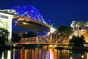 USA, Ohio, Cleveland, Bridge crossing Cuyahoga River at night