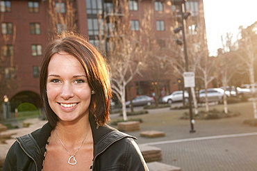 USA, Oregon, Portrait of smiling young woman outdoors