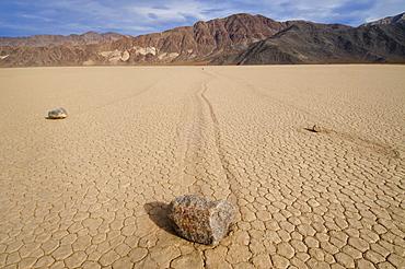 USA, California, Moving rocks in desert