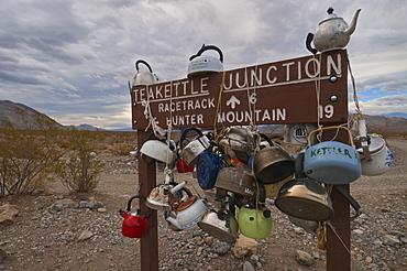 USA, California, Tea Kettle Junction road sign