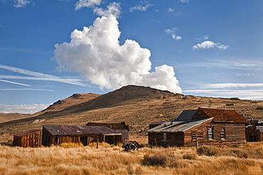 USA, California, Bodie, Old farm on plains