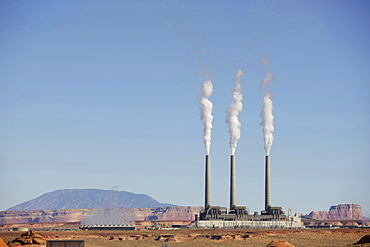 USA, Arizona, Page, Power station in desert near Lake Powell