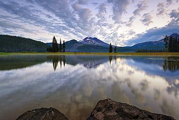 View of Sparks Lake at sunrise, USA, Oregon, Sparks Lake