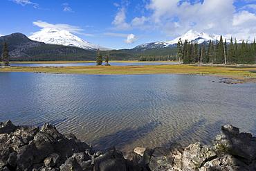 View to Sparks Lake, USA, Oregon, Sparks Lake