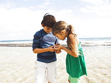 Portrait of girl (6-7) and boy (10-11) on beach, Kauai, Hawaii