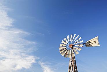 Windmill against blue sky, USA, South Dakota, Okaton