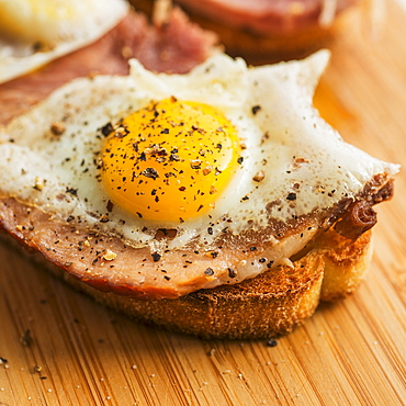 Toast with egg and bacon