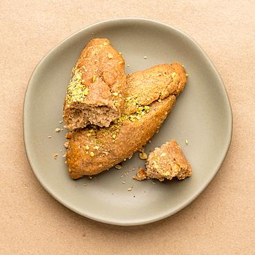 Greek honey and pistachiocookies on plate