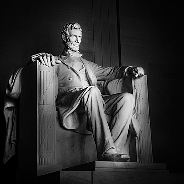 USA, Washington D.C., Abraham Lincoln statue in Lincoln Memorial