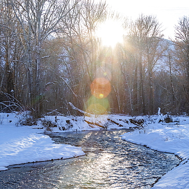 USA, Idaho, Bellevue, Winter landscape with Big Wood River in sunlight