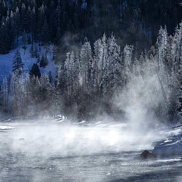 USA, Idaho, Stanley, Salmon River in winter - 1178-31638