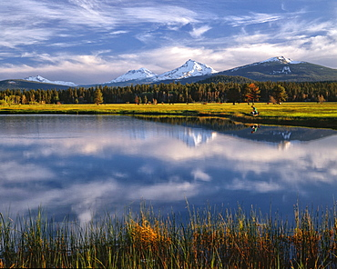 USA, Oregon, Lake with Sisters Mountains in background