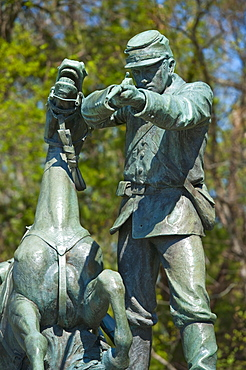 Statue of union solider and horse in military park