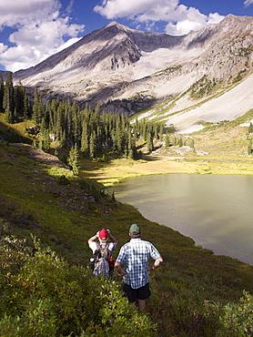 USA, Colorado, Senior couple hiking in mountains