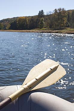 USA, Pennsylvania, Calicoon, Oar in kayak at lake