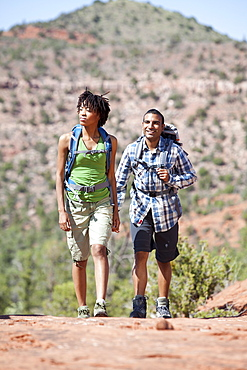USA, Arizona, Sedona, Young couple hiking and enjoying desert scenery