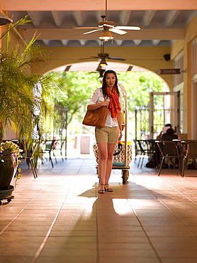 USA, Arizona, Scottsdale, Chinese woman in hotel