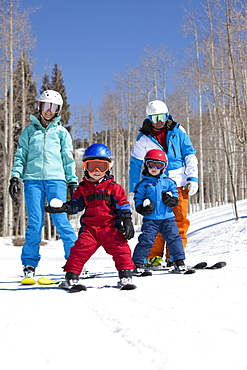 USA, Colorado, Telluride, Family skiing together