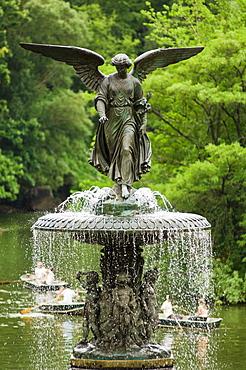 Angel statue on Bethesda fountain