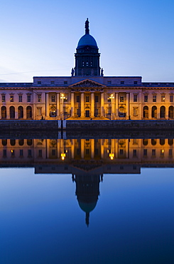 Custom House reflecting into River Liffey