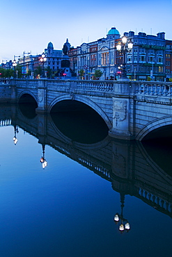 O'connell bridge reflecting in the river liffey