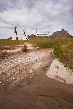 USA, South Dakota, Teepee in Badlands National Park
