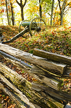 USA, Georgia, Kennesaw, Historic ranch with cannon