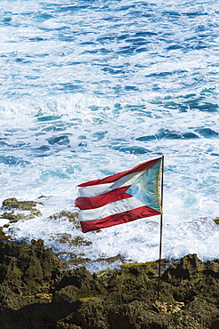 Puerto Rico, Old San Juan, flag of Puerto rice on sea coast