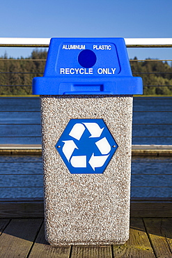 Oregon, Florence, recycling bin
