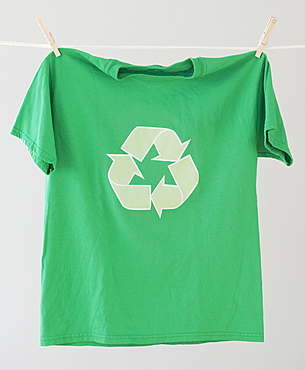 Green recycling t-shirt