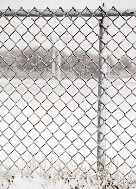 USA, New York State, Rockaway Beach, chainlink fence in winter