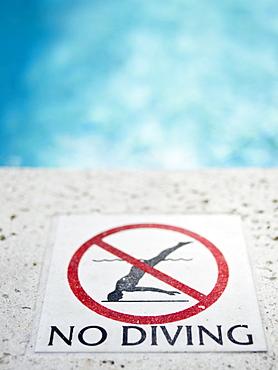 """Close up of warning sign """"no diving"""""""