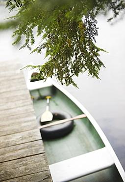 USA, New York, Putnam Valley, Roaring Brook Lake, Boat moored at pier