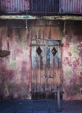 Old building with closed door, USA, Louisiana, New Orleans