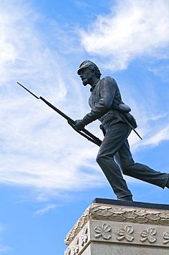 USA, Pennsylvania, Gettysburg, Cemetery Ridge, statue of soldier