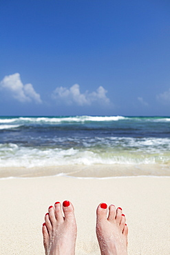 Mexico, Quintana Roo, Yucatan, Tulum, Woman's feet, beach and sea, Mexico, Quintana Roo, Yucatan, Cancun