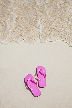 Pink flip-flops on beach, Mexico, Quintana Roo, Yucatan Peninsula, Cancun