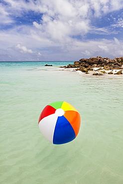 Mexico, Quintana Roo, Yucatan Peninsula, Cancun, Beach ball floating on sea, Mexico, Quintana Roo, Yucatan Peninsula, Cancun