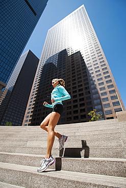 USA, California, Los Angeles, Young woman jogging in city, USA, California, Los Angeles