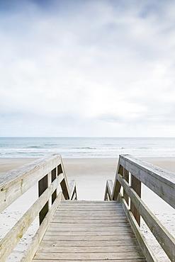 USA, North Carolina, North Topsail Beach, Quiet season at beach