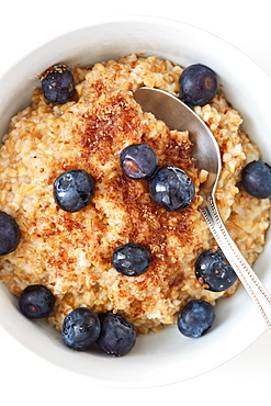 Oatmeal and blueberries in bowl