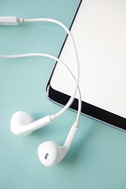 Earphones and smart phone