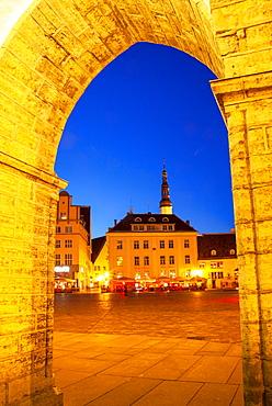 Europe, Baltic States, Estonia, Tallinn, Old town square at night