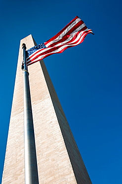 USA, Washington D.C., Washington monument and American flag